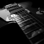 【もう遅いかも…】エレキギターの弦がビビる原因と対処方法