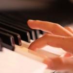 ピアノコードの押え方。アレンジによって右手と左手が変わる